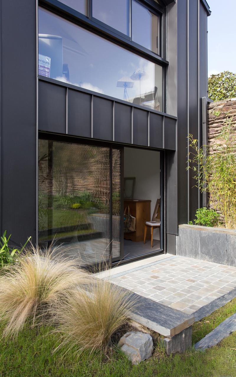 maison rennes maison rennes extension duune maison design et moderne avec terrasse en bois et. Black Bedroom Furniture Sets. Home Design Ideas