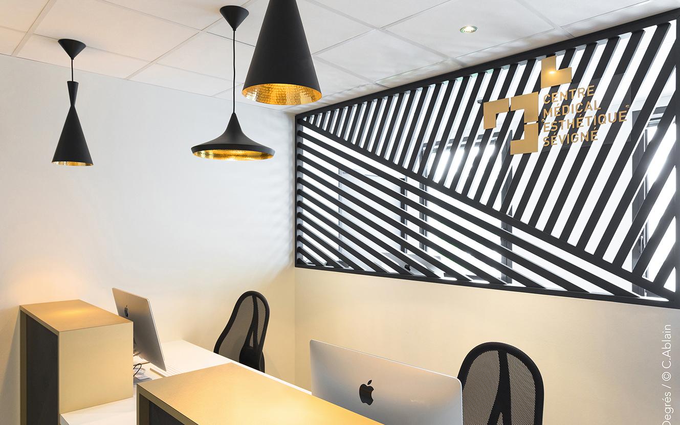 cabinet de chirurgie esth tique 19 degr s. Black Bedroom Furniture Sets. Home Design Ideas